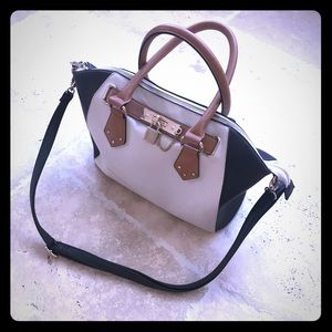 Convertible and versatile leather satchel 😽